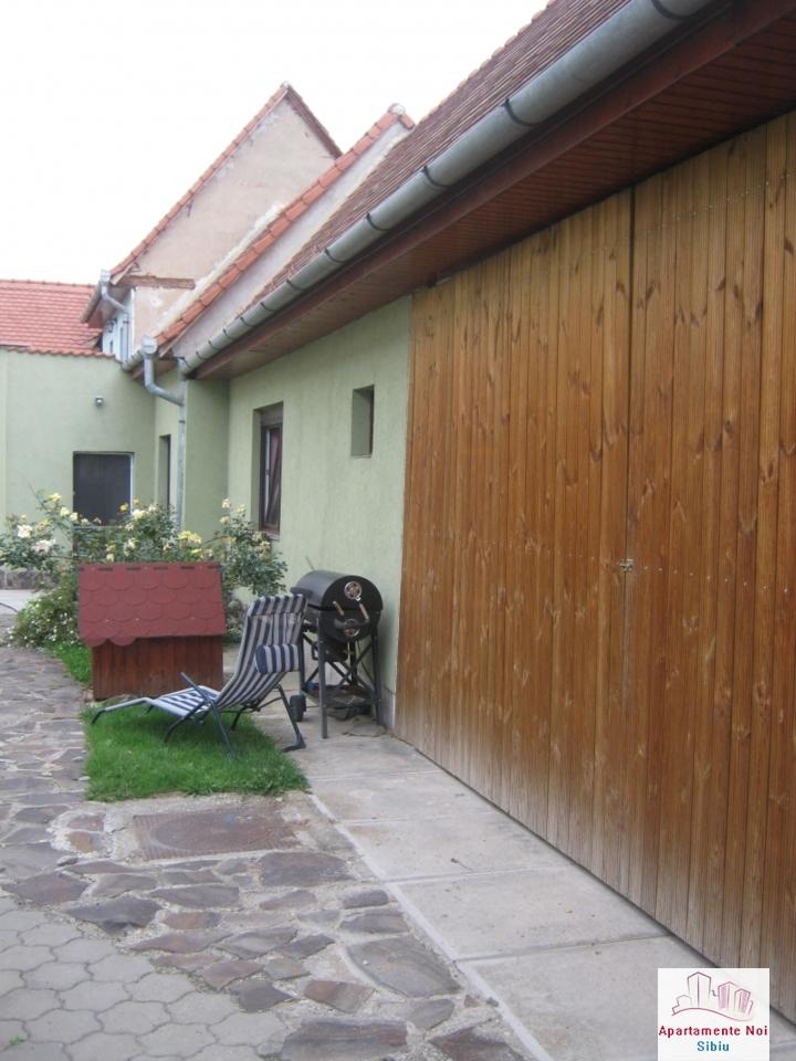 Casa renovata,cu gradina mare,de vanzare in Sibiu zona Turnisor-100-12