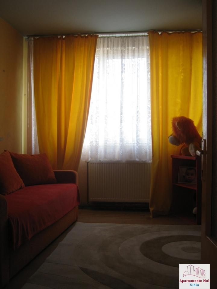 Apartament 3 camere,decomandat,de vanzare,in Sibiu,zona Hipodrom-115-4