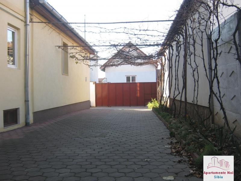 Casa mare,de vanzare,in Sibiu,zona V.Aaron-156-0