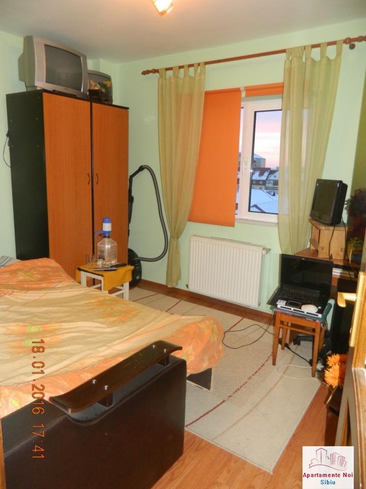 Apartament 2 camere de vanzare Sibiu zona Mihai Viteazu decomandat-49-3