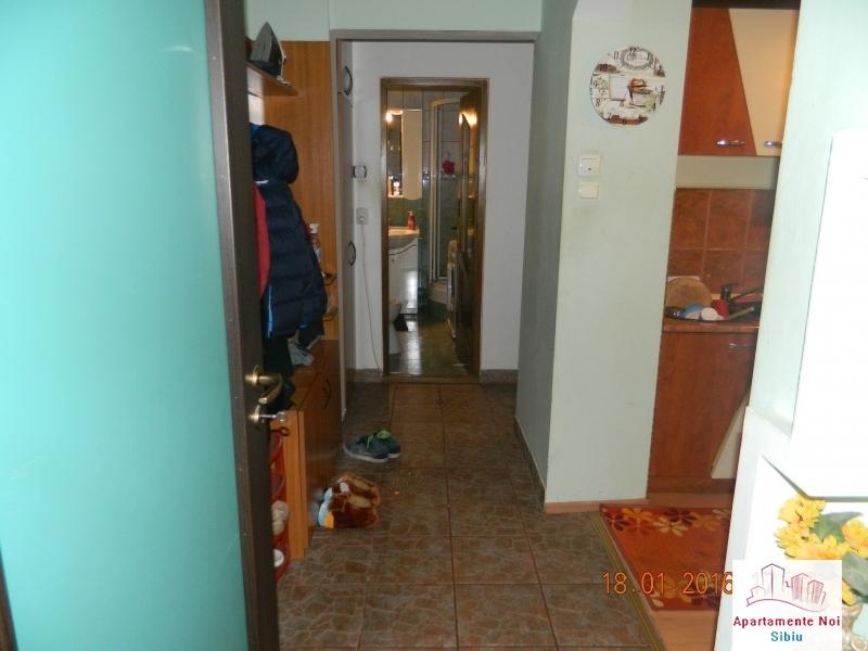 Apartament 2 camere de vanzare Sibiu zona Mihai Viteazu decomandat-49-6
