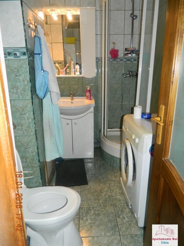Apartament 2 camere de vanzare Sibiu zona Mihai Viteazu decomandat-49-7