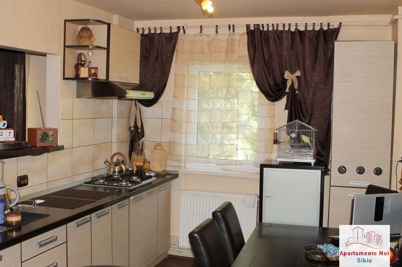 Apartament 3 camere decomandat de vanzare in Sibiu, zona Ciresica-64-0