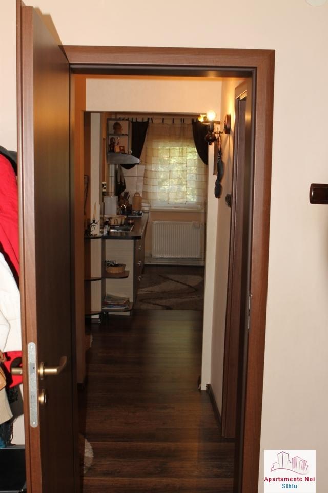 Apartament 3 camere decomandat de vanzare in Sibiu, zona Ciresica-64-10