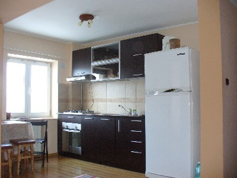 Apartament cu 3 camere de inchiriat-1827-0