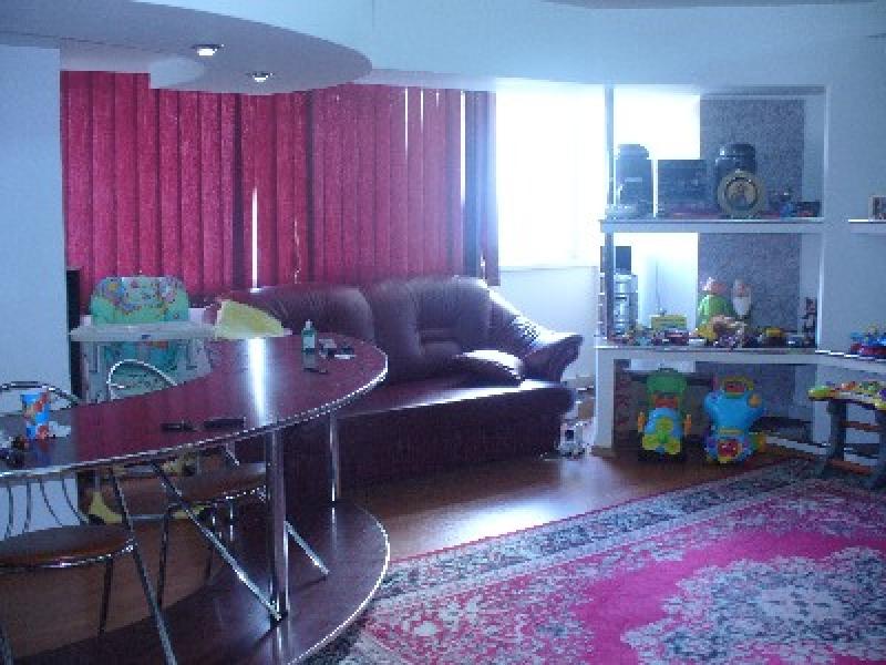 Apartament cu 4 camere de inchiriat-2047-0