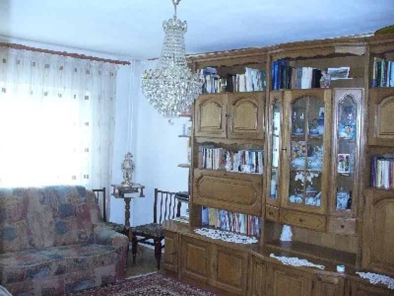 Apartament cu 4 camere de inchiriat-2332-0