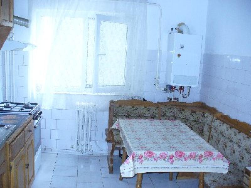 Apartament cu 4 camere de inchiriat-2332-1