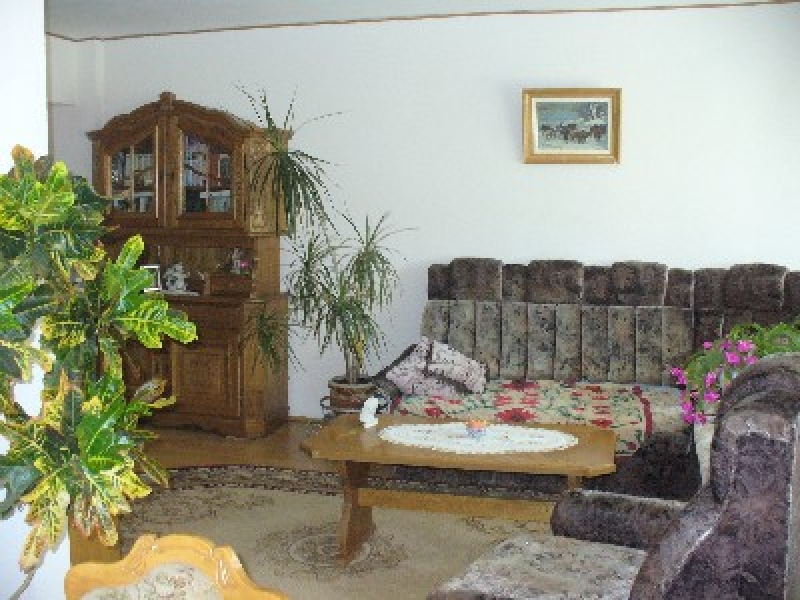 Apartament cu 4 camere de inchiriat-2372-0