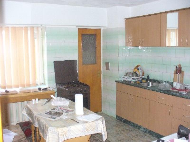 Apartament cu 4 camere de inchiriat-2372-1
