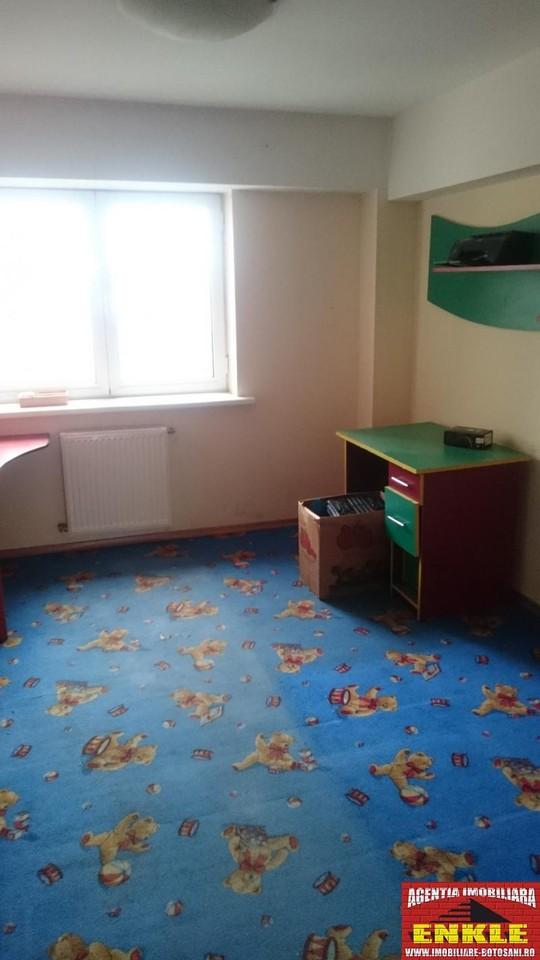 Apartament 4 camere, zona Marchian-2536-5