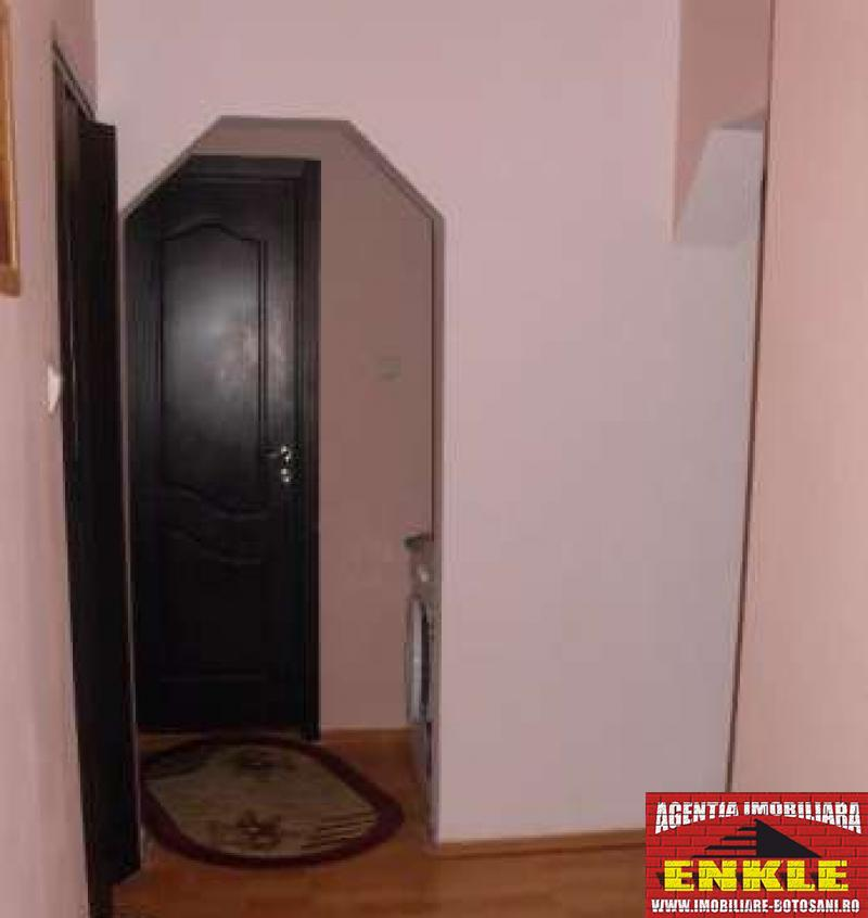 Apartament 4 camere, zona Mall-2700-0