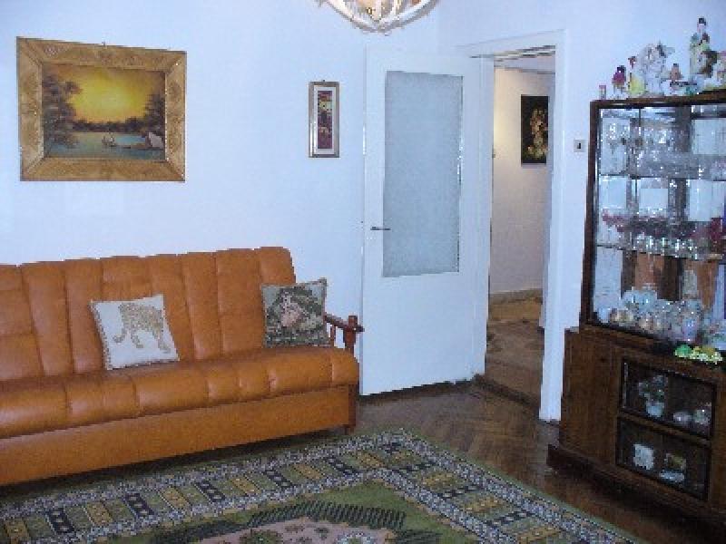 Apartament 4 camere, zona Capat 1-947-0
