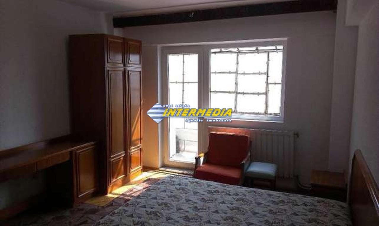 Apartament 3 camere decomandat in Cetate Alba Iulia -33461-2