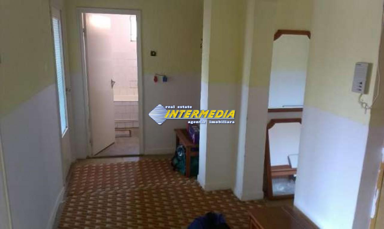 Apartament 3 camere decomandat in Cetate Alba Iulia -33461-1