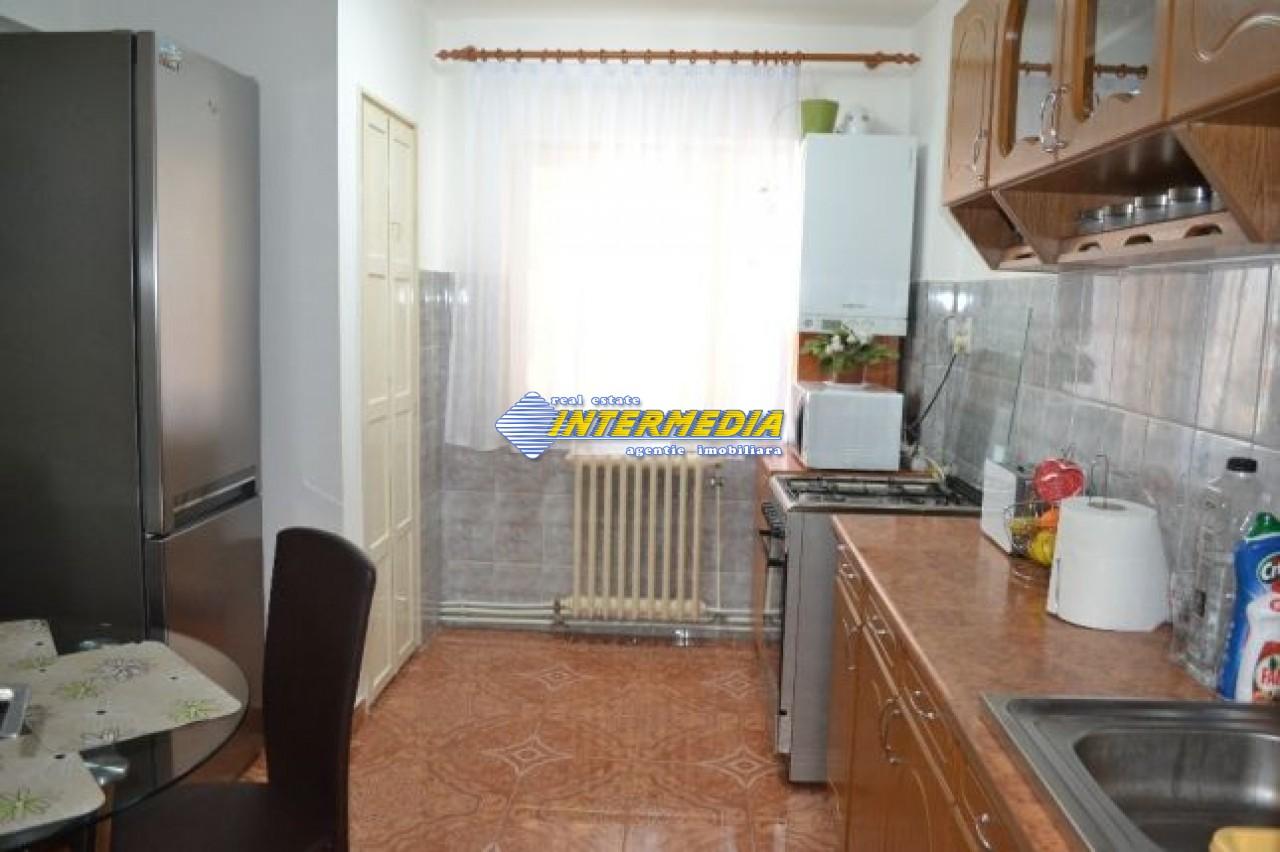 201555993_8_644x461_proprietar-apartament-cu-3-camere-in-zona-cetate-.jpg