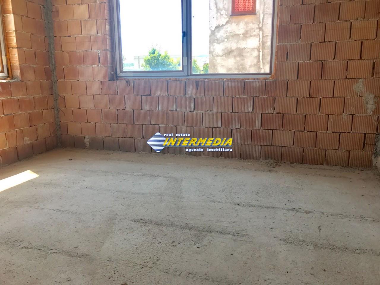 Casa in rosu de vanzare Alba Iulia cu utilitati-22465-7