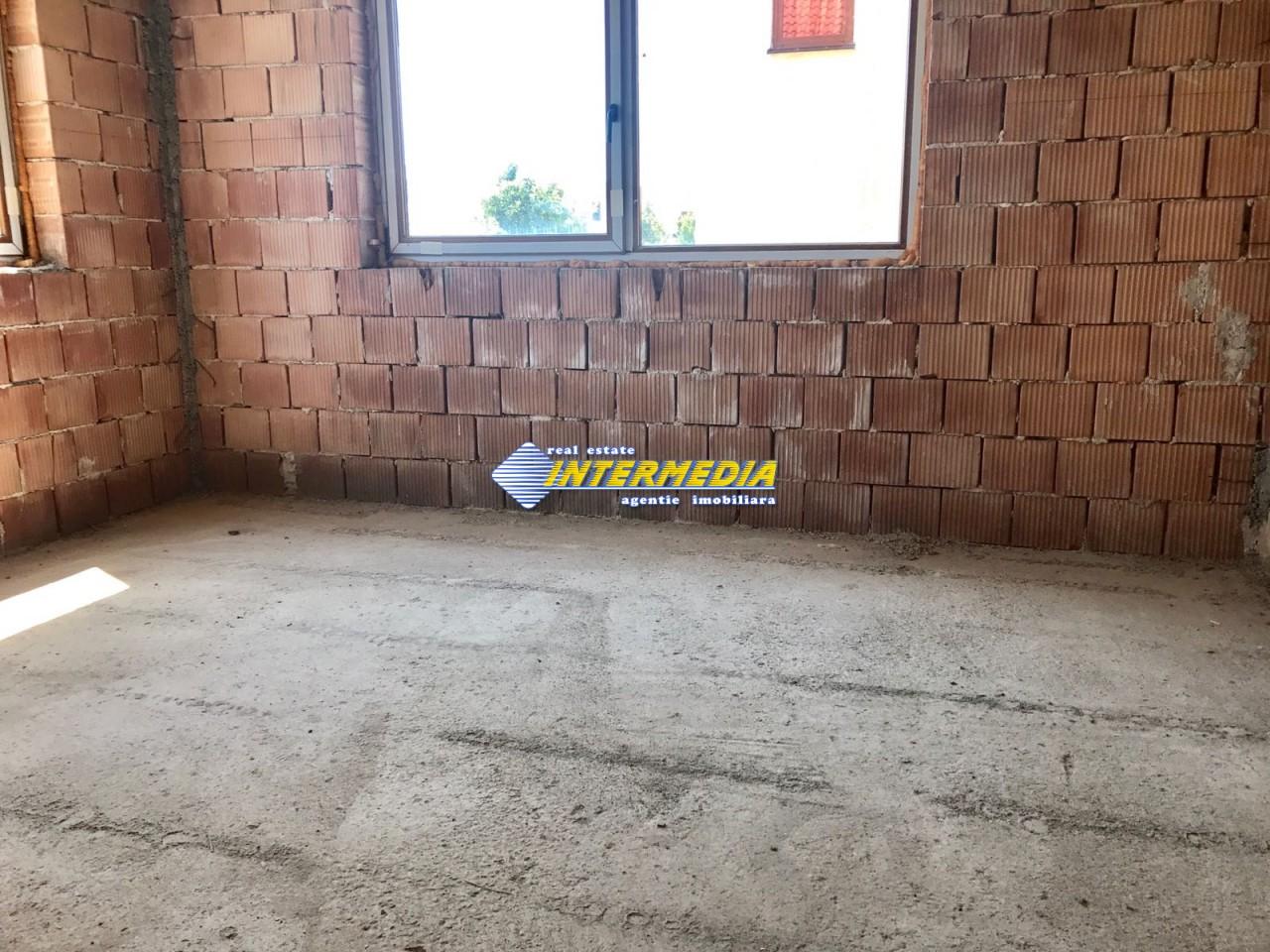 Casa in rosu de vanzare Alba Iulia cu utilitati-22465-6