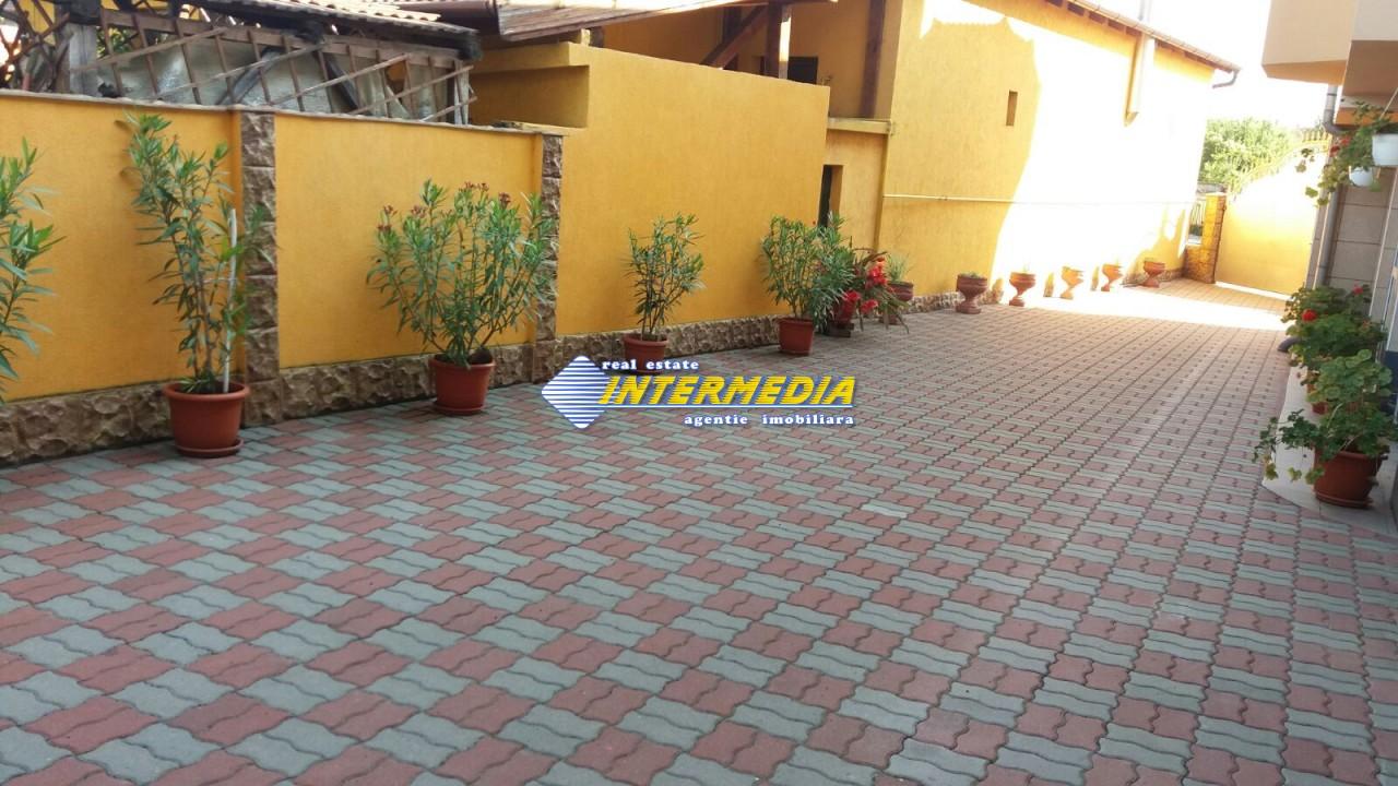 Vila de vanzare in Centru 6 camere 3 garaje-29003-0