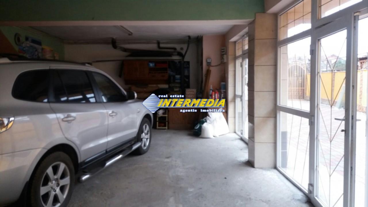 Vila de vanzare in Centru 6 camere 3 garaje-29003-19