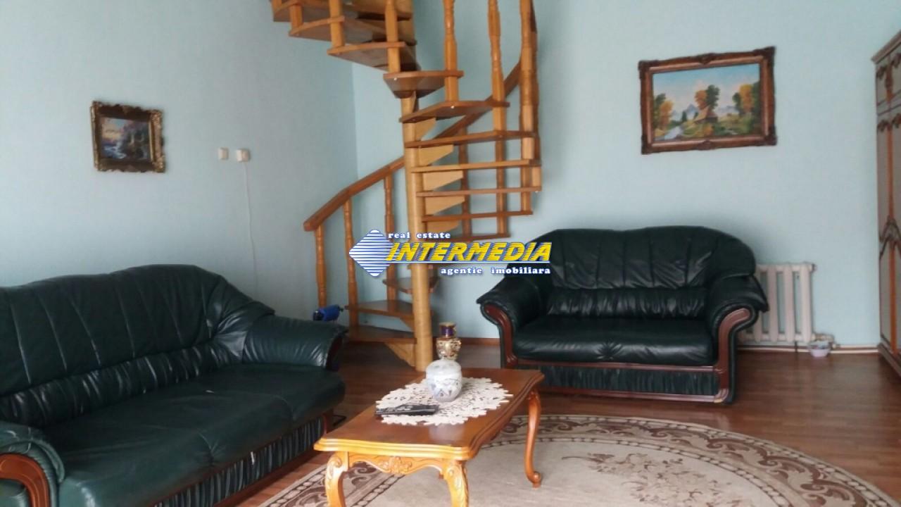 Vila de vanzare in Centru 6 camere 3 garaje-29003-5