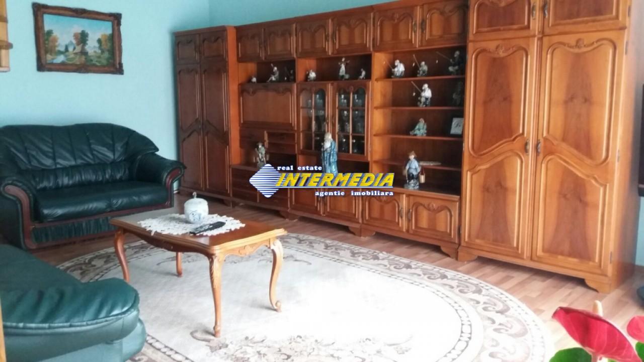 Vila de vanzare in Centru 6 camere 3 garaje-29003-6