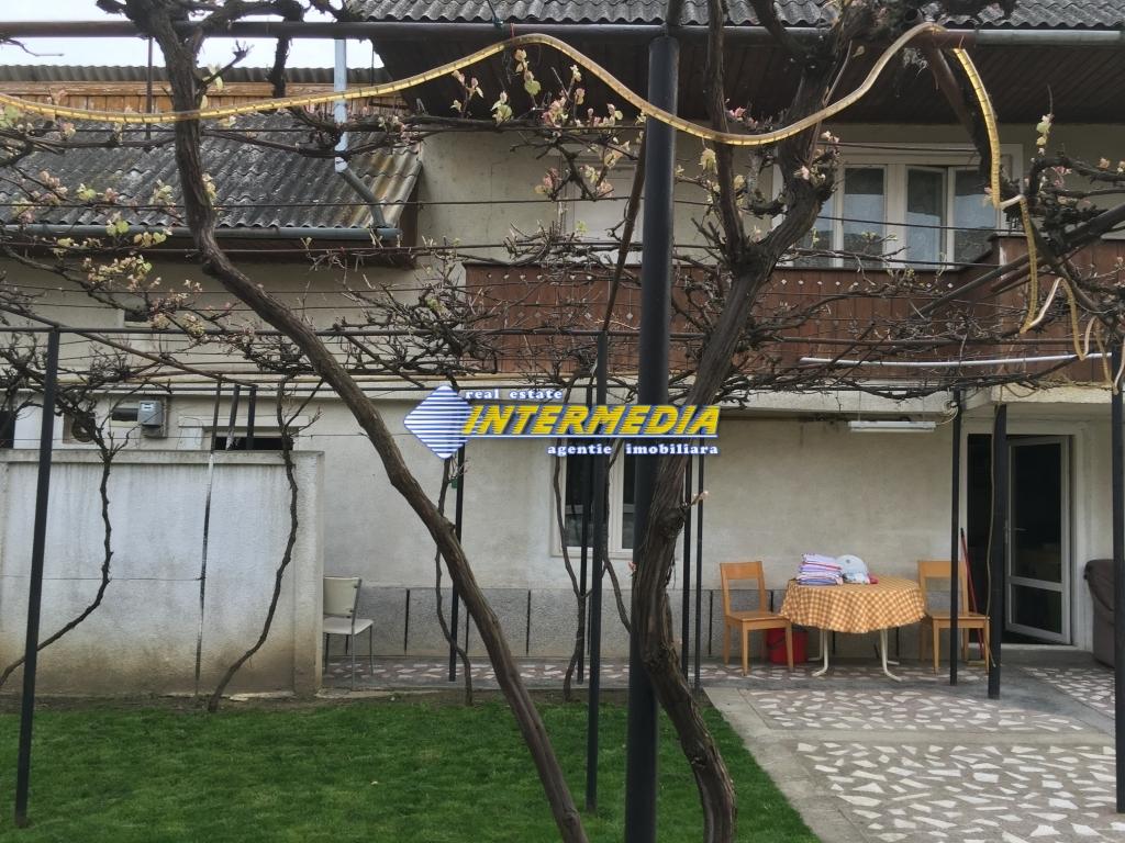Casa 9 camere si Teren 2500 mp. de vanzare zona Santimbru-22684-18