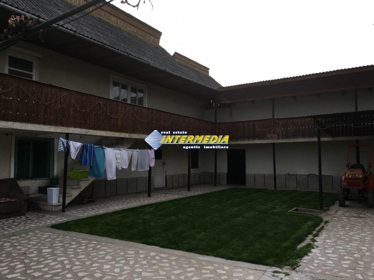 Casa 9 camere si Teren 2500 mp. de vanzare zona Santimbru-22684-19