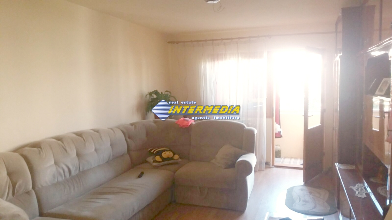 Apartament cu 3 camere Cetate etaj intermediar-33613-1