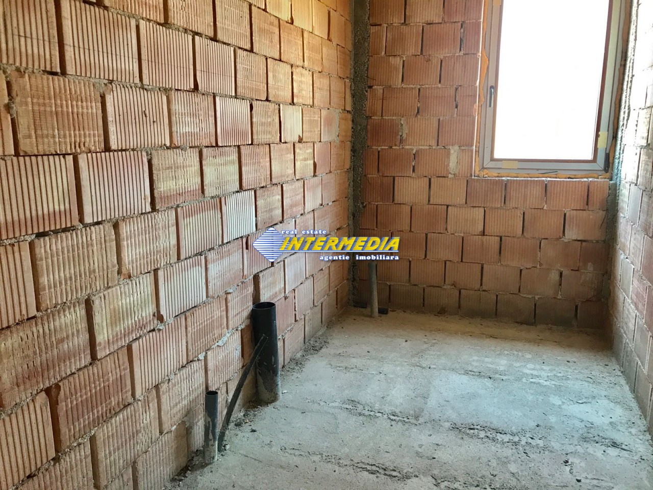 Casa in rosu de vanzare Alba Iulia cu utilitati-22465-16