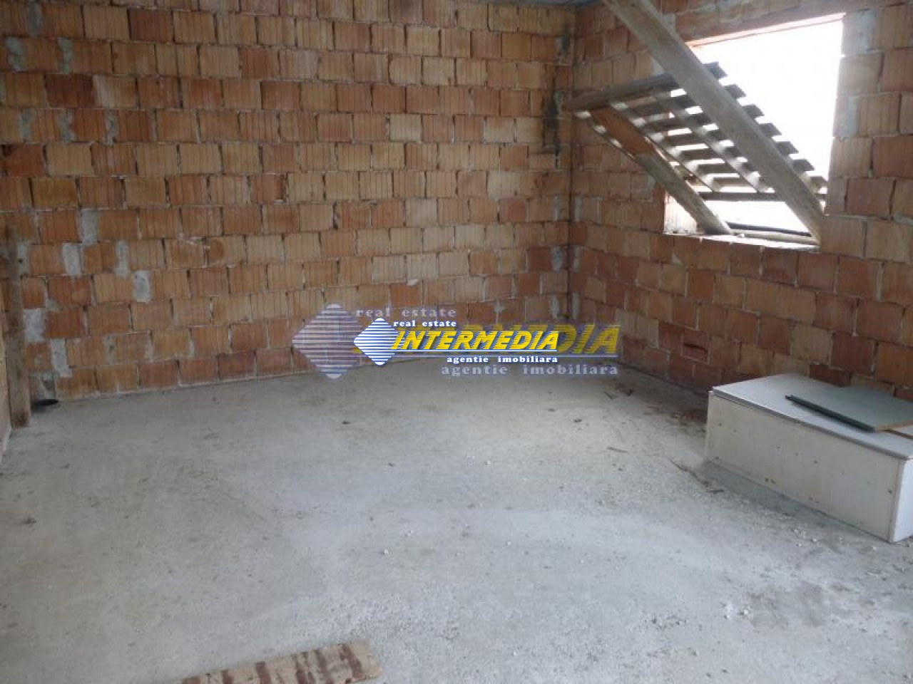 Casa de vanzare Alba Iulia in rosu 40000 Euro-17777-1