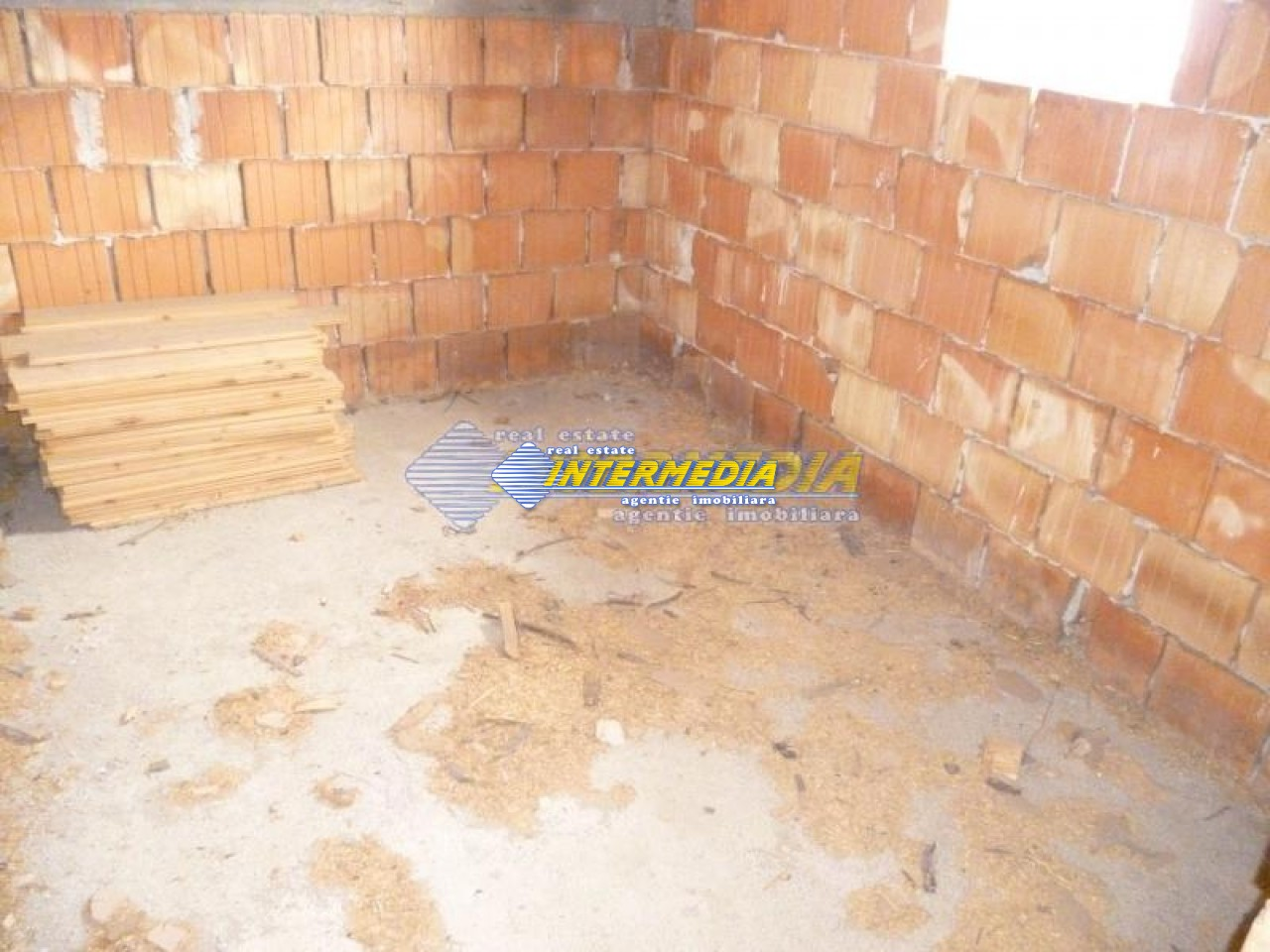 Casa de vanzare Alba Iulia in rosu 40000 Euro-17777-7