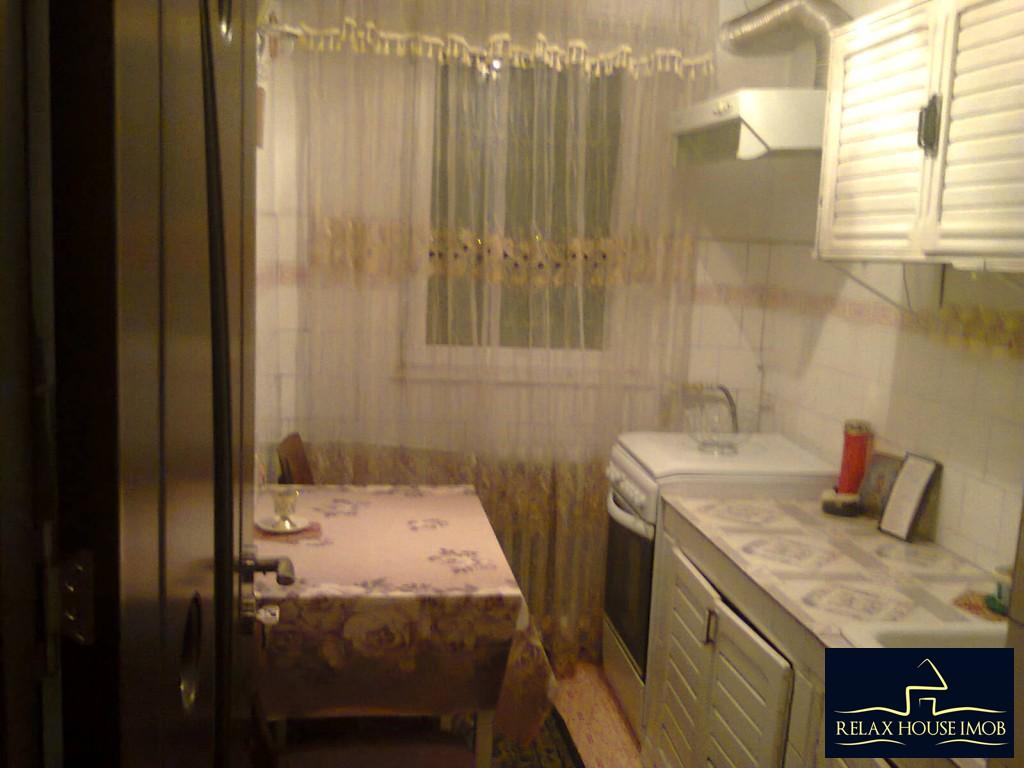 Apartament 3 camere confort 2A semidecomandat, in Ploiesti, zona Malu Rosu - Deltei-17860-12
