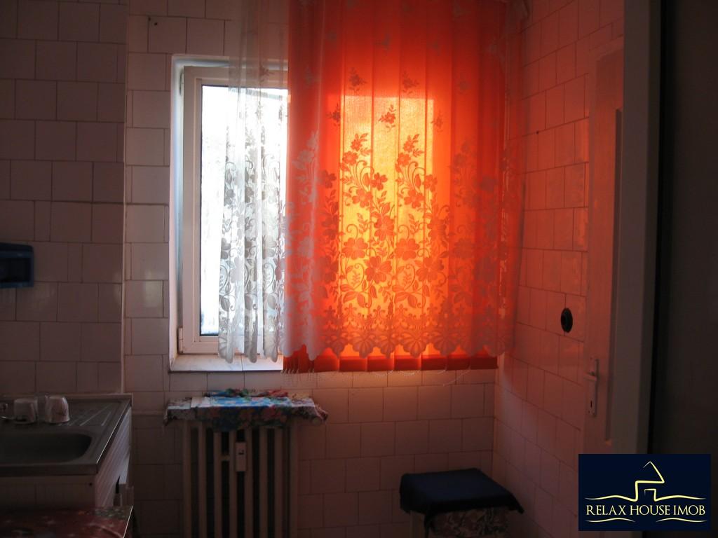 Apartament 3 camere confort 1 semidecomandat, in Ploiesti, zona Vest - Lacul Balea-17843-16