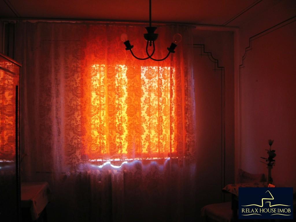 Apartament 3 camere confort 1 semidecomandat, in Ploiesti, zona Vest - Lacul Balea-17843-5