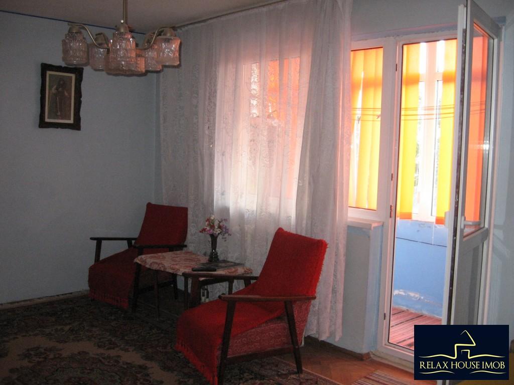 Apartament 3 camere confort 1 semidecomandat, in Ploiesti, zona Vest - Lacul Balea-17843-12