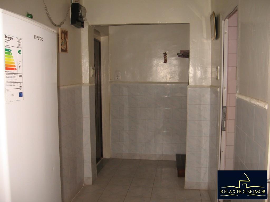 Apartament 3 camere confort 1 semidecomandat, in Ploiesti, zona Vest - Lacul Balea-17843-14