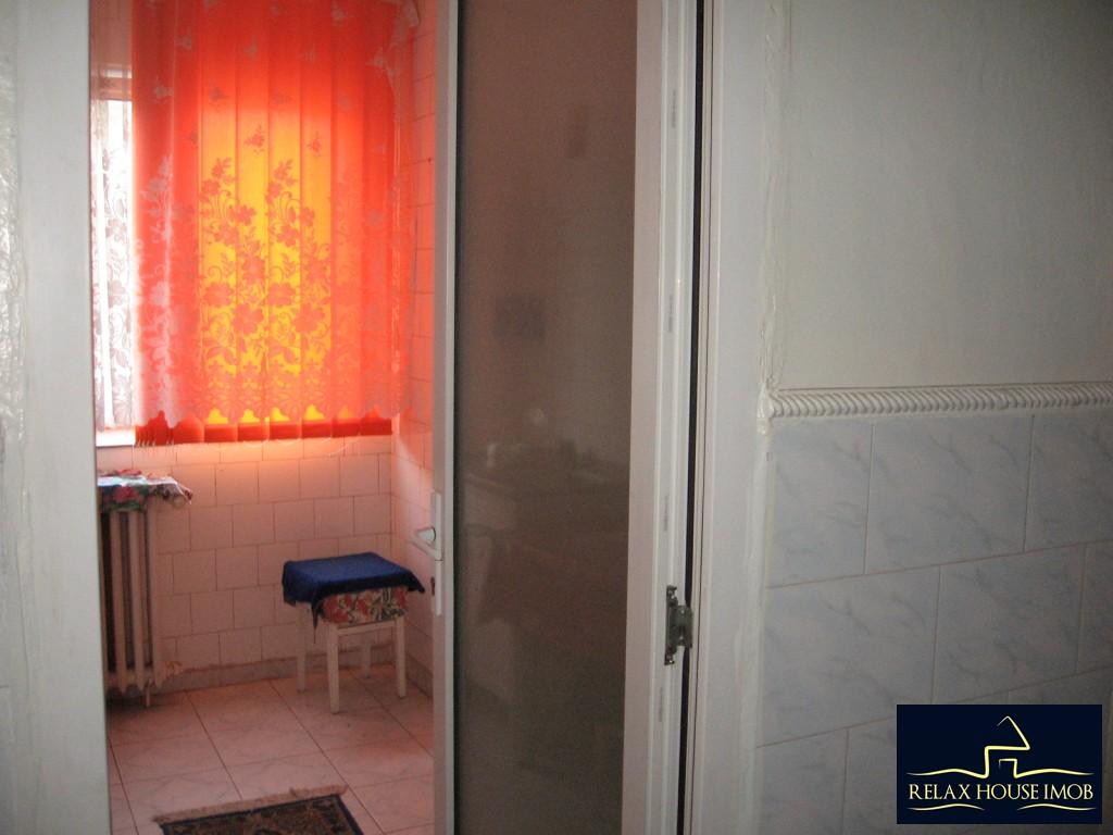 Apartament 3 camere confort 1 semidecomandat, in Ploiesti, zona Vest - Lacul Balea-17843-13