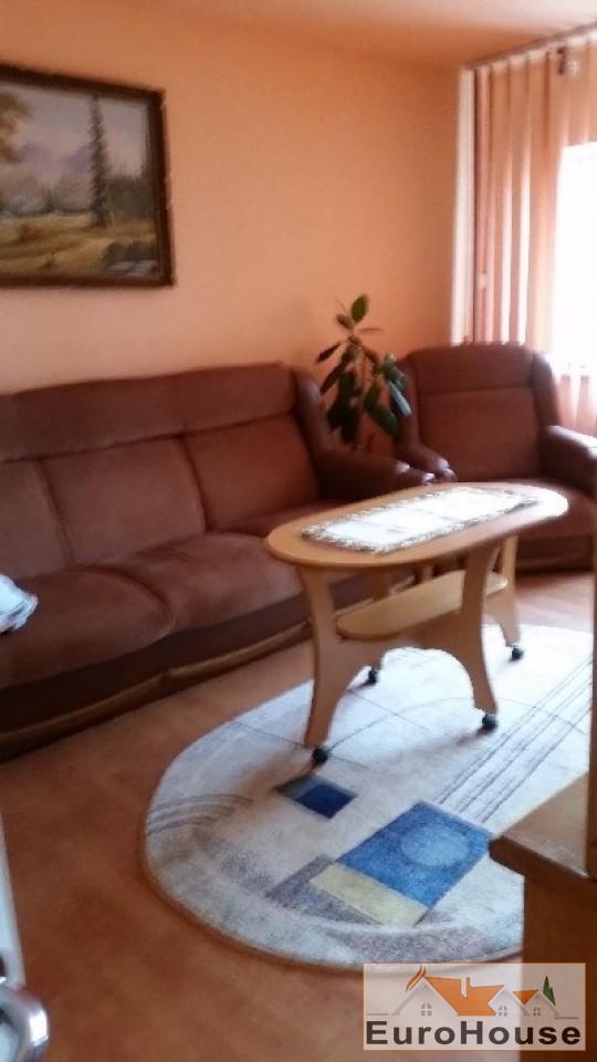 Apartament de vanzare cu 3 camere decomandat - Cetate -32963-