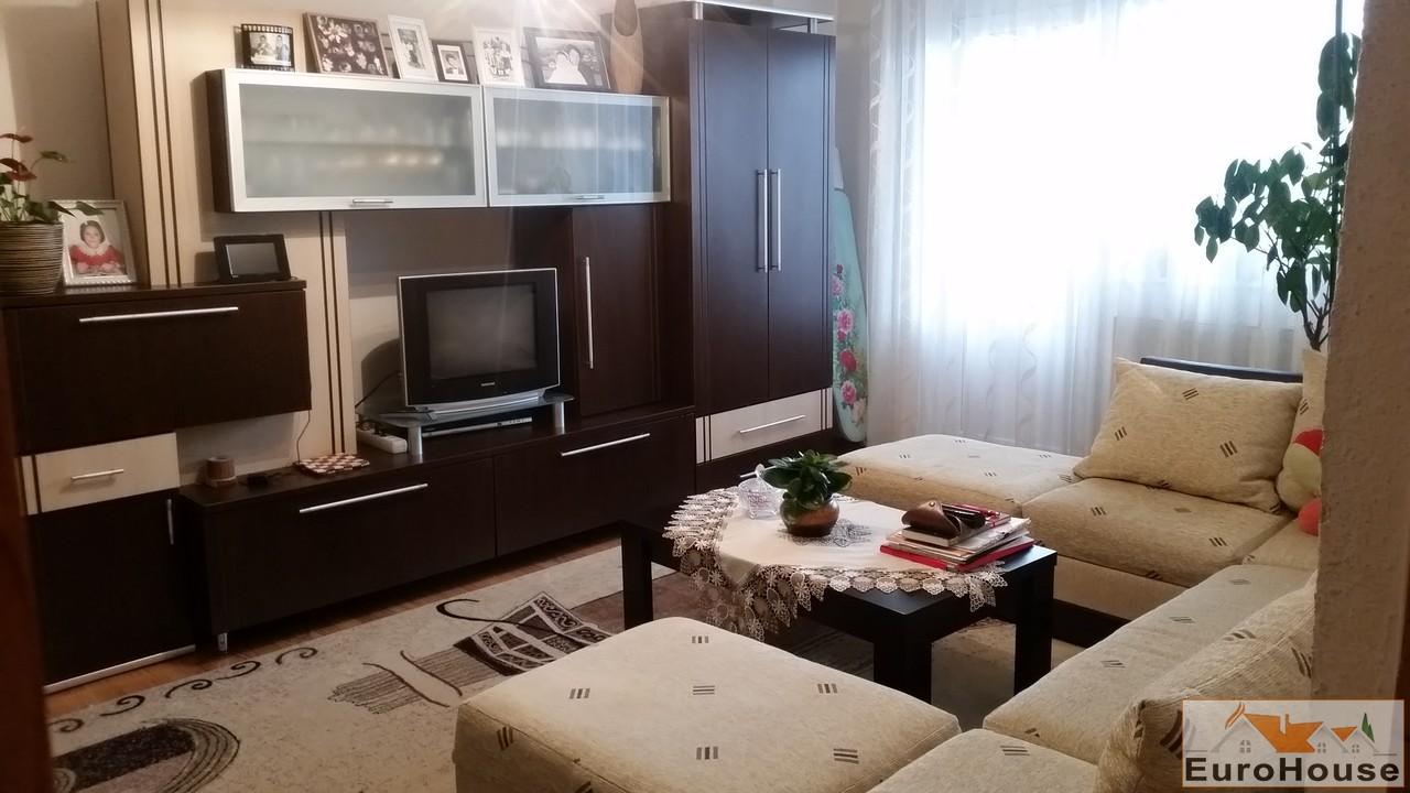 Apartament de vanzare cu 3 camere decomandat - Cetate -32964-