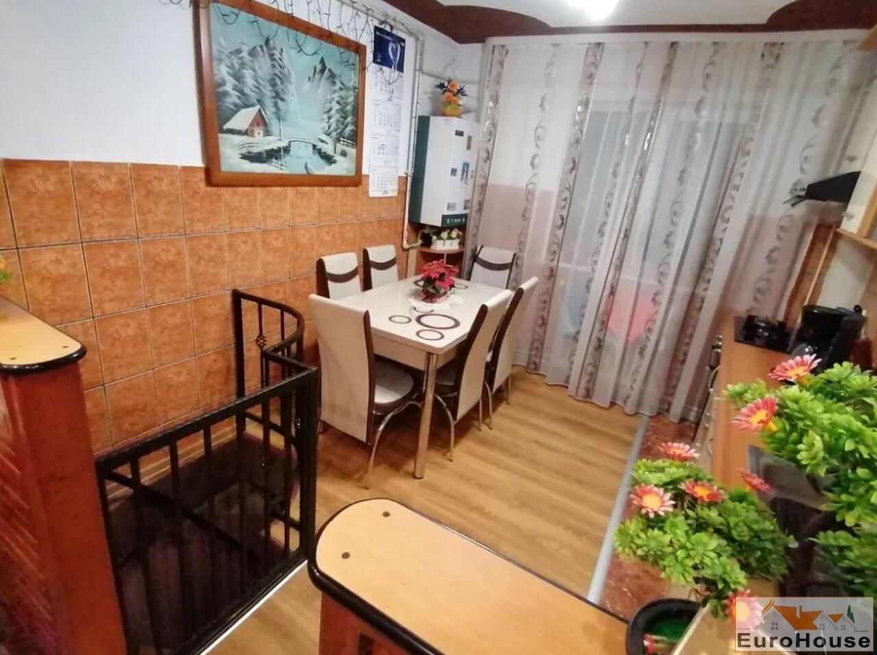 Apartament de vanzare 3 camere, zona Ampoi -30621-