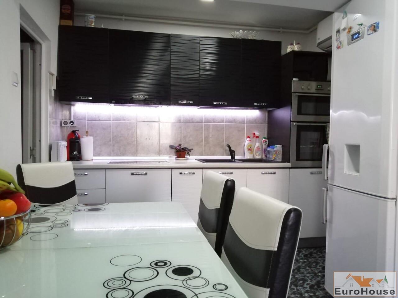 Apartament cu 3 camere de vanzare in Alba Iulia -35180-