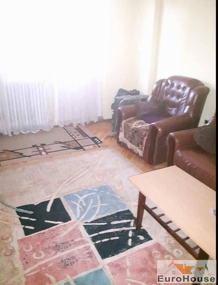 Apartament de vanzare cu 3 camere decomandat - Cetate -33017-