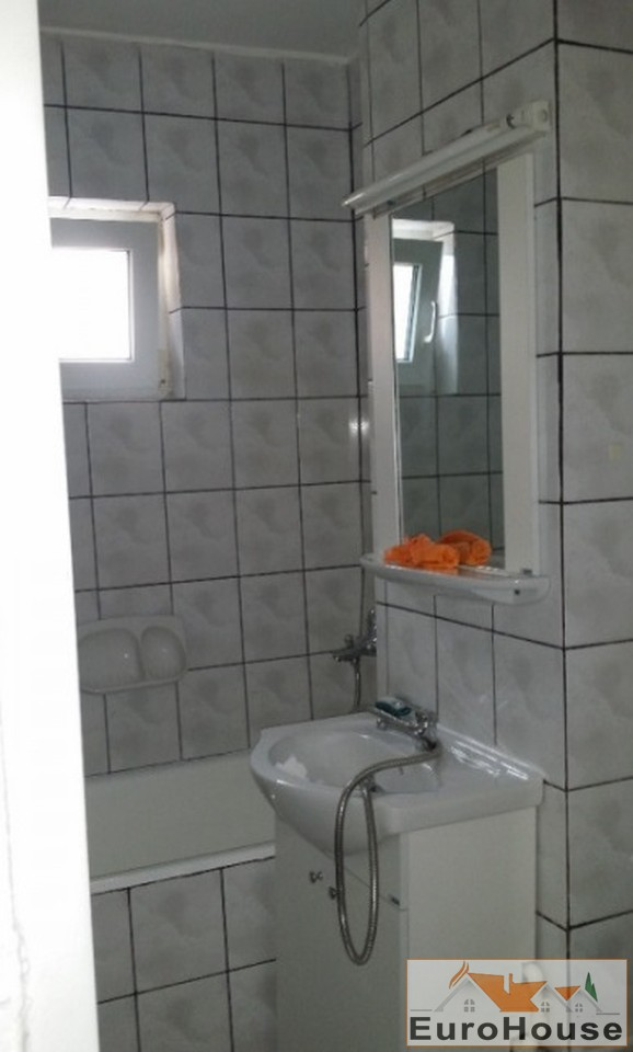 Apartament 3 camere decomandat de vanzare zona Cetate-33047-