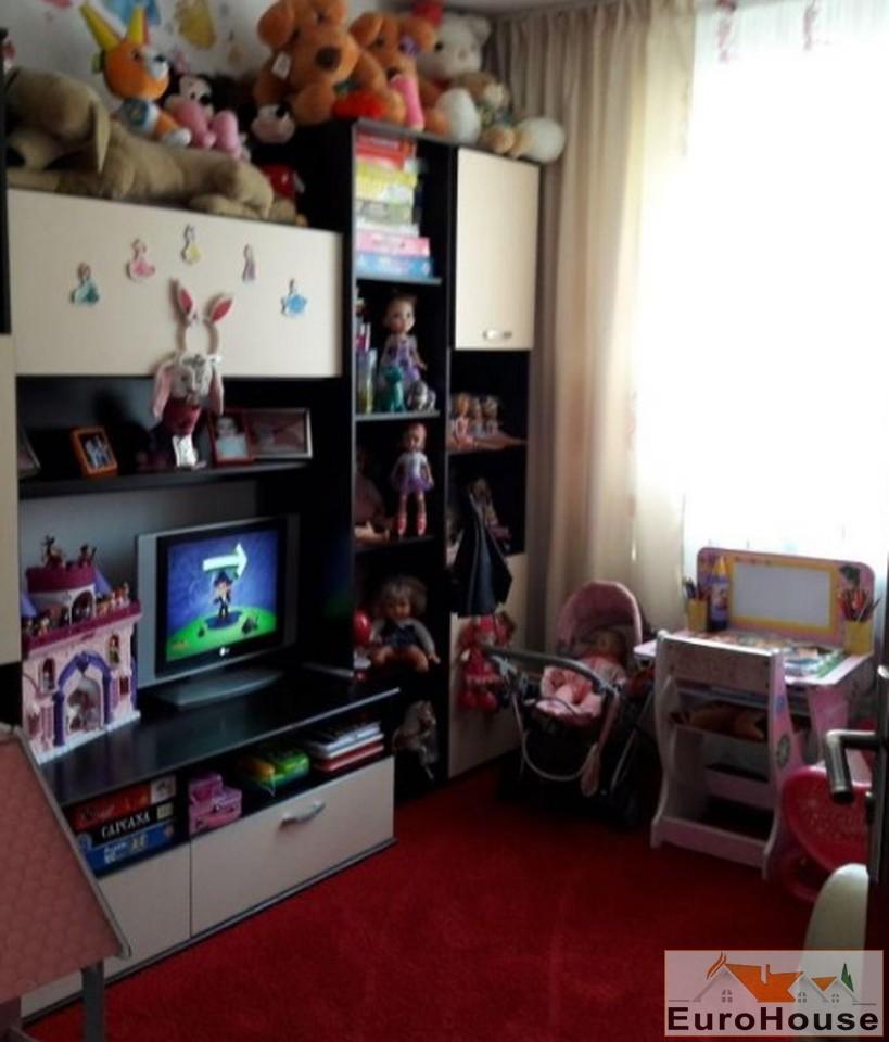 Apartament 3 camere de vanzare zona Cetate-33219-