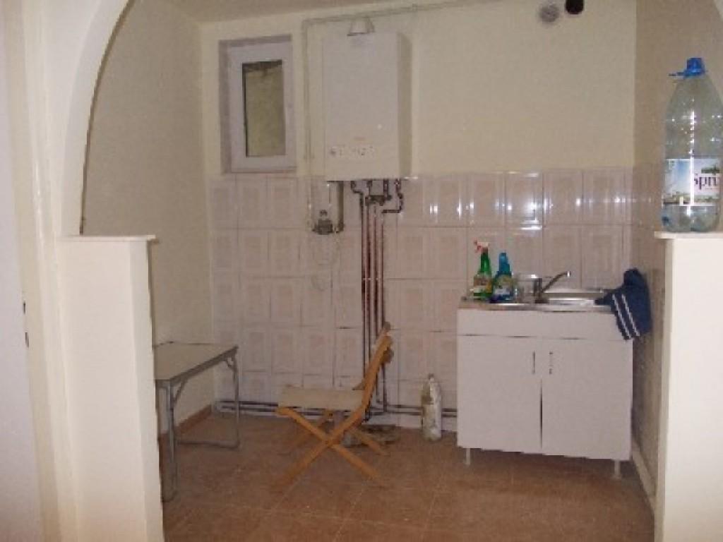 Apartament de vanzare 4 camere decomandat-30508-