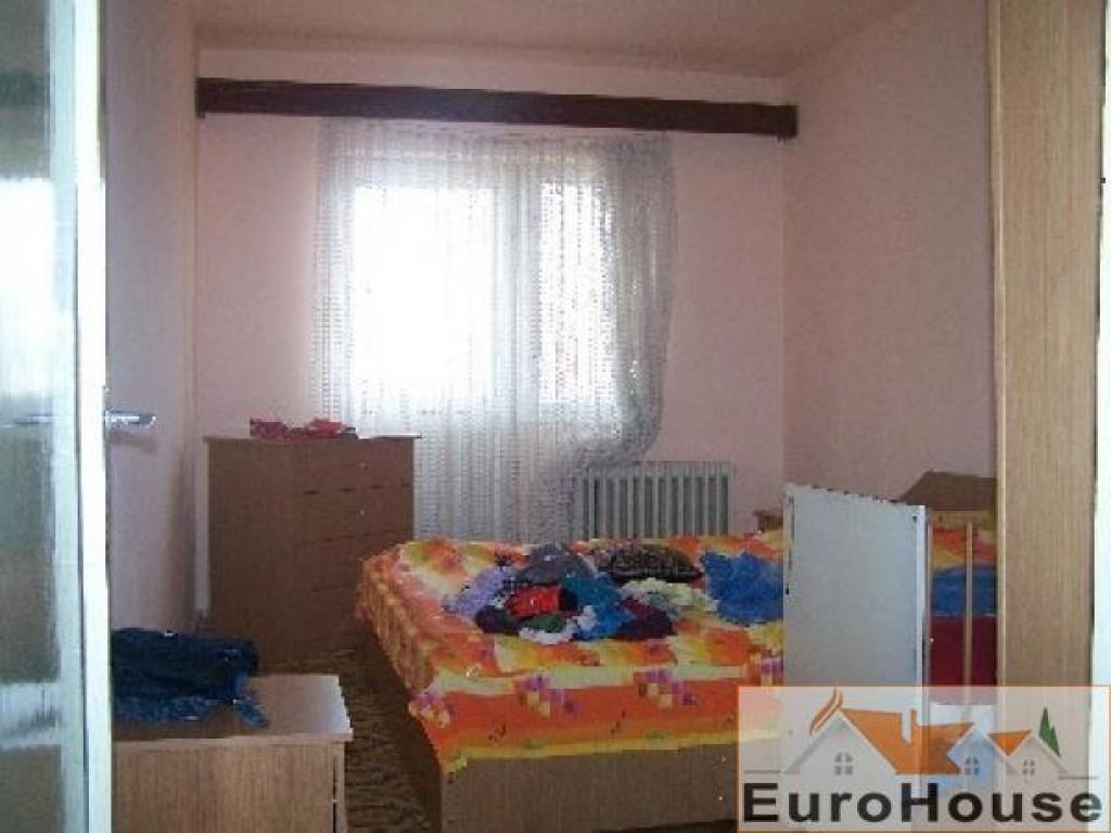Apartament de vanzare 3 camere decomandat, Cetate-30853-